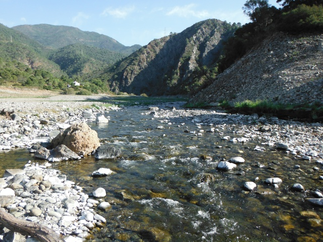 Beautiful country this, here is the Rio Verde. Until the construction of the dam this river would run to the Mediterranean.