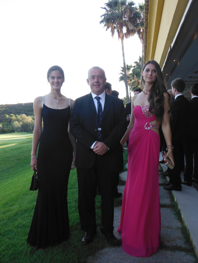 Here is me standing between two glamorous young ladies (it doesn´t happen often!). Clarinde on the left of the picture is off to London to study Biomedical Science and Thea, on the right, is off to study Natural Sciences at Cambridge.