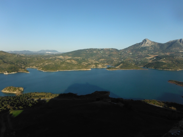 From Zahara de la Sierra you can get a fine view of the reservoir. The shadow of the mountain on which the town is perched is beginning to fall over the reservoir.