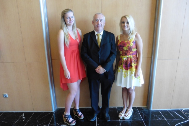 It is entirely to be expected that a charismatic chap like me should be surrounded by beautiful young women. Merel is on the left of the picture and Sarah is on the right.
